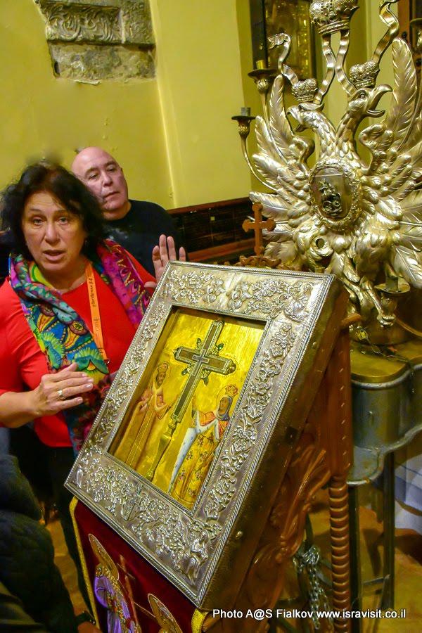 Реликвариум. Икона со щепкой Животворящего креста, на котором был распят Иисус Христос. Экскурсия с гидом Светланой Фиалковой в Храме Гроба Господня. Иерусалим.