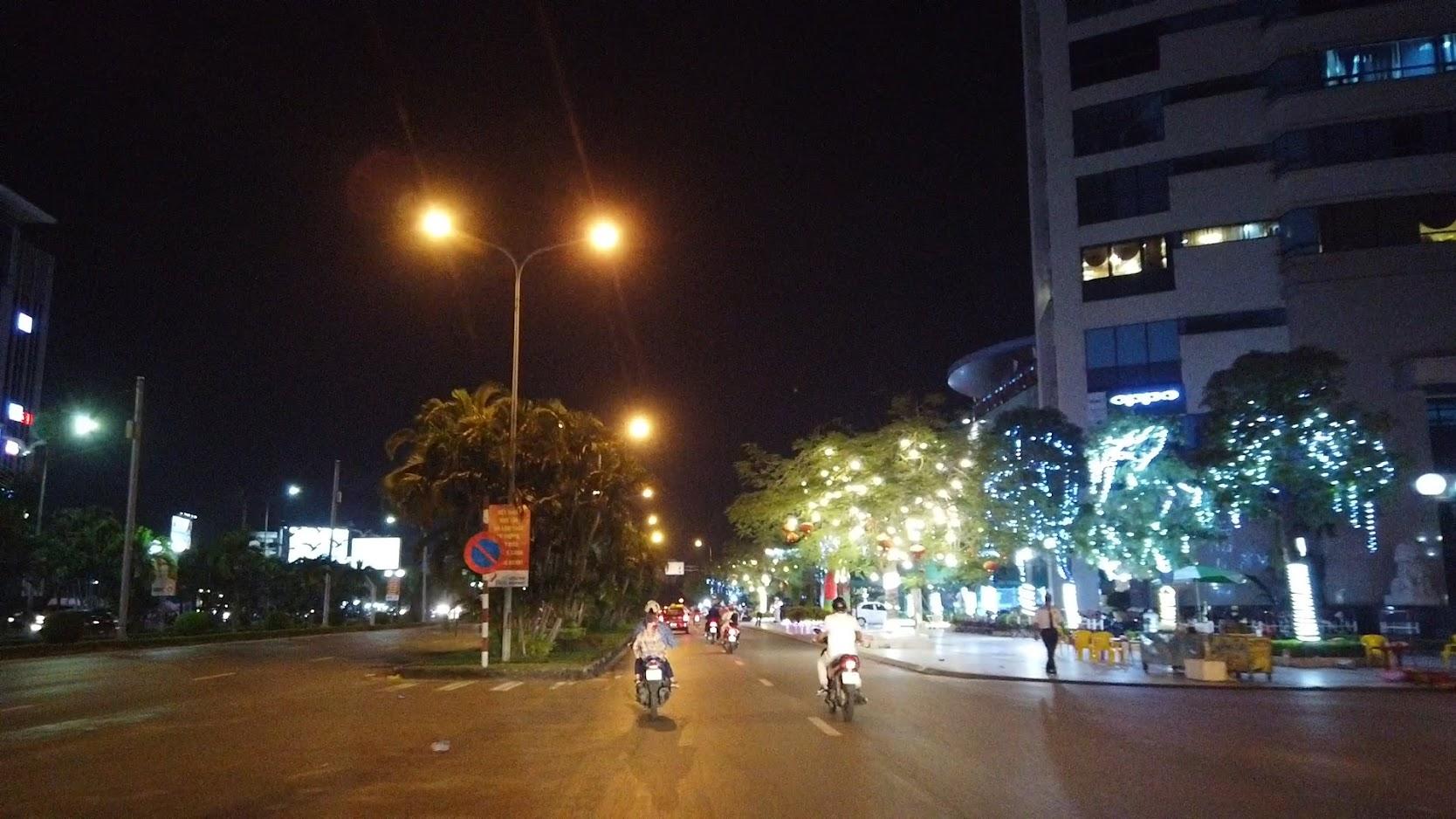 Đường Lề Hồng Phong lung linh về đêm ở Hải Phòng 5