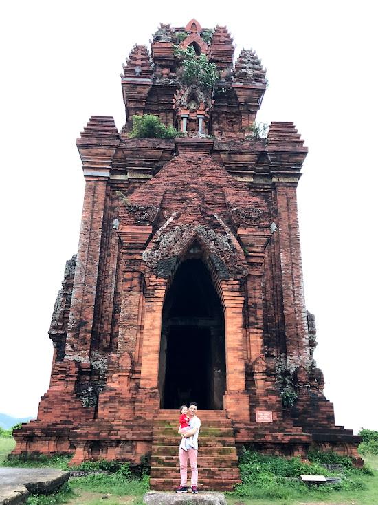 Tháp chính