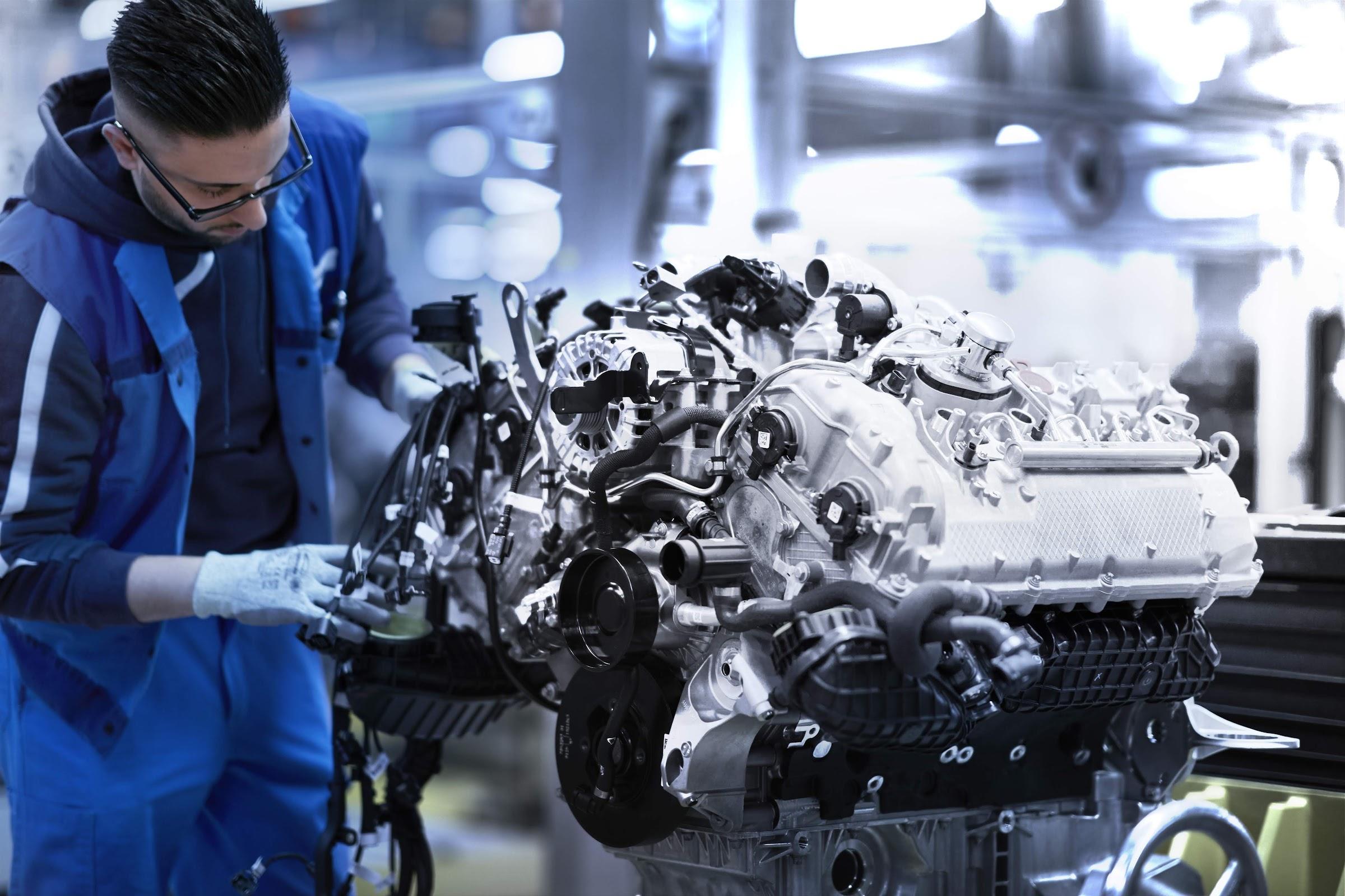 1DZFln9pBeMGBi27hpk2xWpaPgajoo55mRtif0gd2cOc6aSa04kZYloA2Vaux3F7kcVwDL0jMsGiwgIVXFDg2EqIDMhquMUF2jSFl8aLGB PWS1uwTP4O8j7f ztltJ37GpL1nU3cw=w2400 - Así es el montaje del motor V8 del BMW Serie 8 Coupé