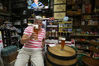 Photo: Weißbier in einem Minisupermarkt, sie sind alle auch Kneipe