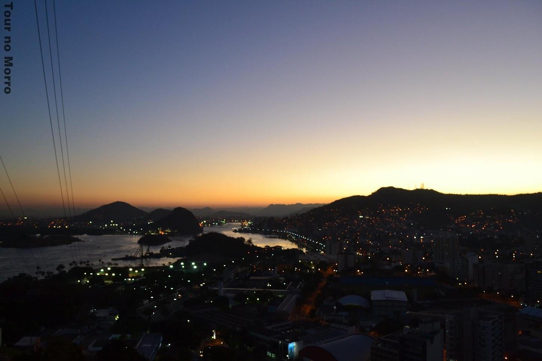 Pôr-do-sol visto do alto do bairro Jesus de Nazareth [Fonte: Tour no Morro]