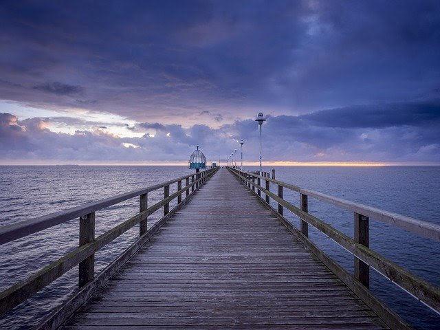 イメージ写真。海にかかる桟橋