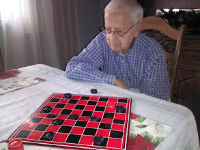 Photo: WWII Vet always wins at Checkers