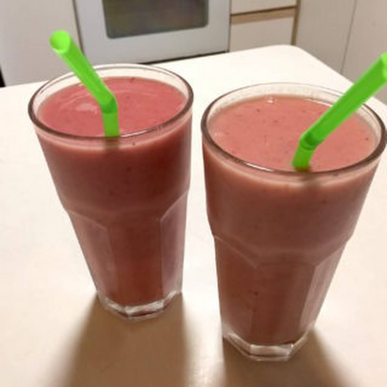Strawberry Pineapple Fruit Smoothie