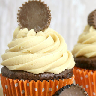 Chocolate Peanut Butter Cup Cupcakes with Peanut Butter Frosting