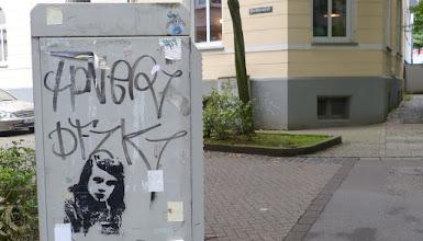 Photo: Kabelverteiler; Stencil; Unknown Artist