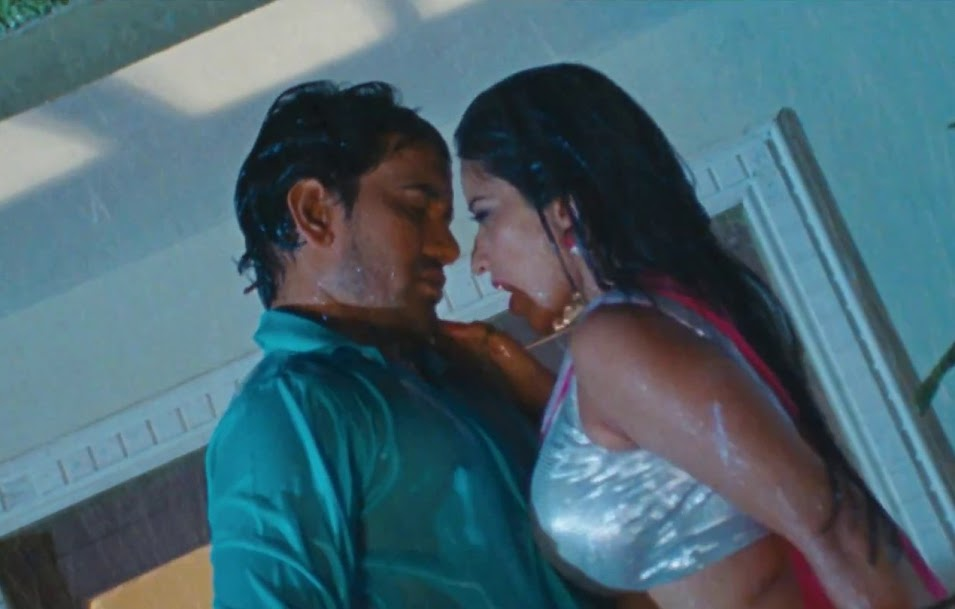 Bhojpuri Actress Monalisa wet photos
