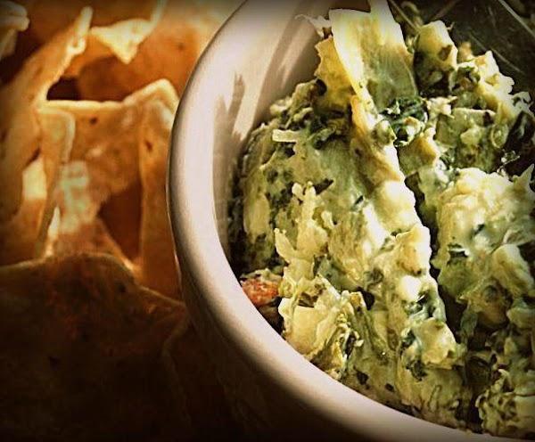 Super Cheesy Spinach And Artichoke Crockpot Dip Recipe