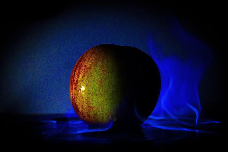 burning apple di vincenzo_spera