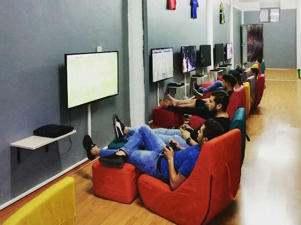 Awesome 90 4 Playstation Cafe Frankydiablos Diy Chair Ideas Frankydiabloscom