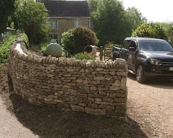 Dry stone wall rebuilt in Oakridge Lynch