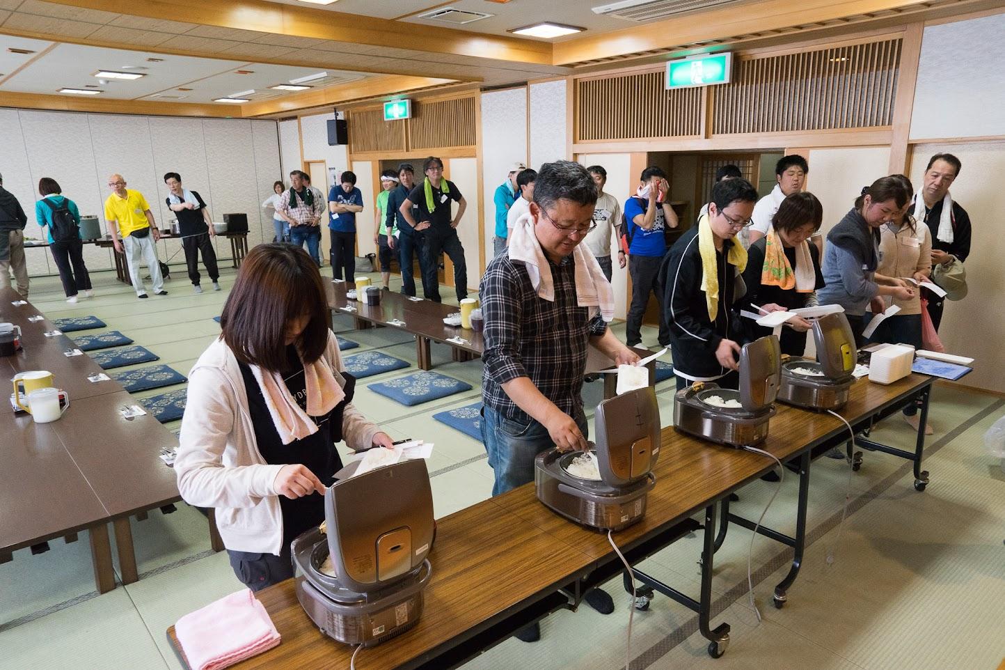 お米4種(ひまわりライス3種 &新潟県産米)のごはんの食べ比べ