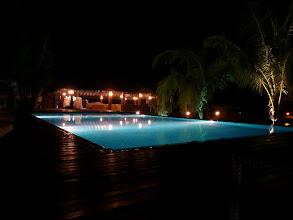 Photo: Pool und Bar by night