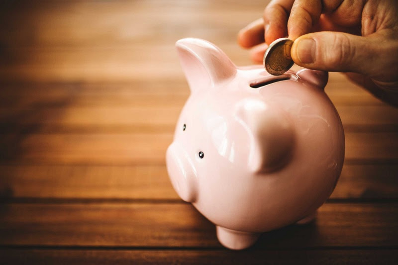 Bạn nên mua bảo hiểm nhân thọ hay gửi tiết kiệm ngân hàng?