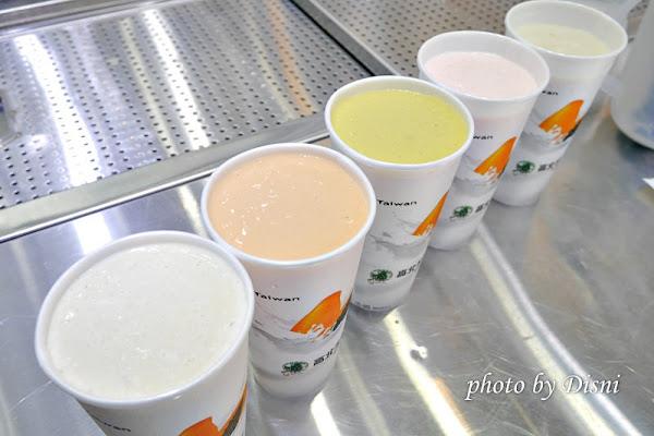 高北牛乳大王一中街夜市必喝排隊飲料,新鮮水果現打牛乳推薦。台中北區美食