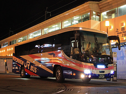 西日本JRバス「青春ドリーム信州号」 2320 上田駅にて