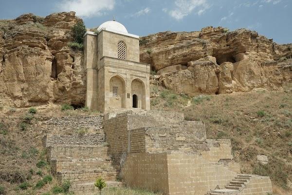 Das Diri-Baba Mausoleum.