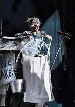 Photo: WIEN/ BURGTHEATER: MUTTER COURAGE UND IHRE KINDER von Berthold Brecht. Inszenierung David Boesch. Premiere 8.11.2013,  Sarah Viktoria Frick. Foto: Barbara Zeininger