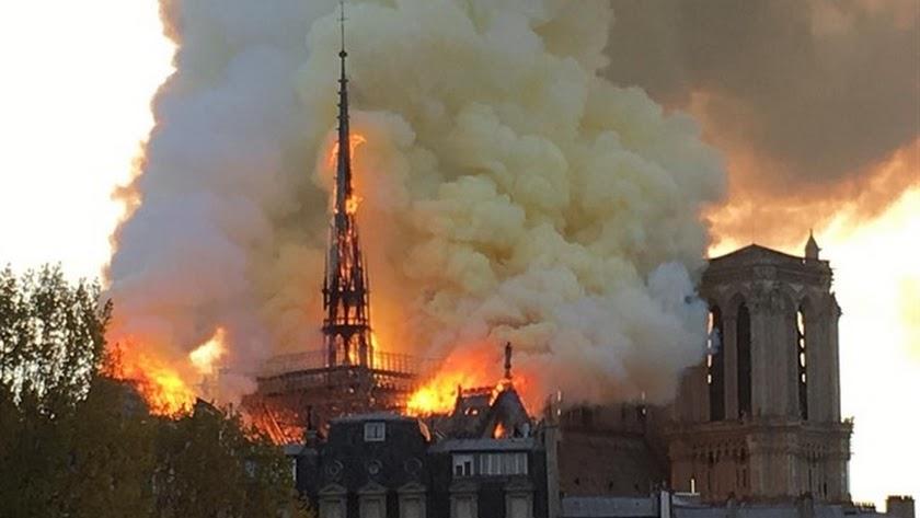 Imagen del incendio esta tarde en París