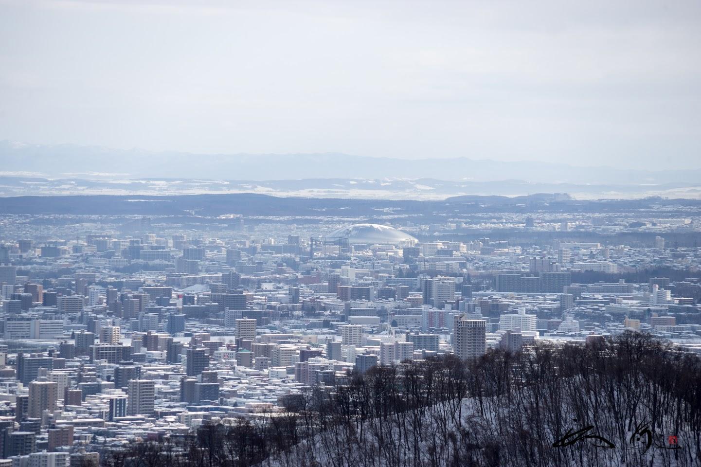 札幌ドームを望む