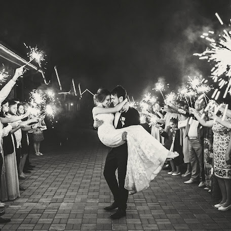Wedding photographer Kristina Grechikhina (kristiphoto32). Photo of 04.01.2018