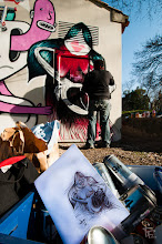 Photo: Une photographe sur le mur !  Few days ago I went to see à Jam graffitis in Arles, many crew of the south were there... This one for you, to blink every photographers on G+ ! Have a nice sunny week end.  #streetartsunday by +Luís Pedro, +Peter Tsai and +Mark Seymour