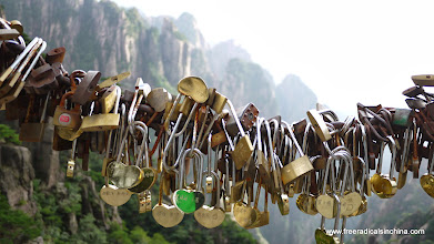 Photo: Feel the love! Lovers inscribe their names on locks, lock them up and throw away the keys to symbolize everlasting love