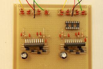 Photo: Lado dos componentes 25/12/11 - Tá faltando um socket de 14 pinos e os resistores de 22K, 47K e 82K que segundo o Maciel precisam estar casados. Mais adiante mostrarei os valores medidos em cada resistor e como os casei.
