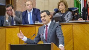 Juan Manuel Moreno Bonilla, en el Pleno de hoy en el Parlamento.