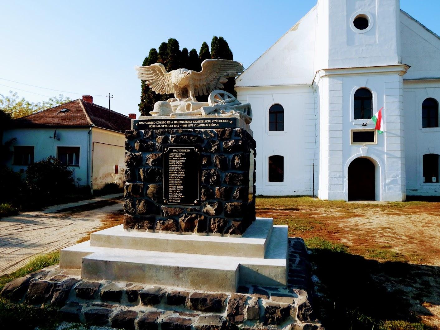 Nagygeresd - I. világháborús emlékmű az evangélikus templom kertjében