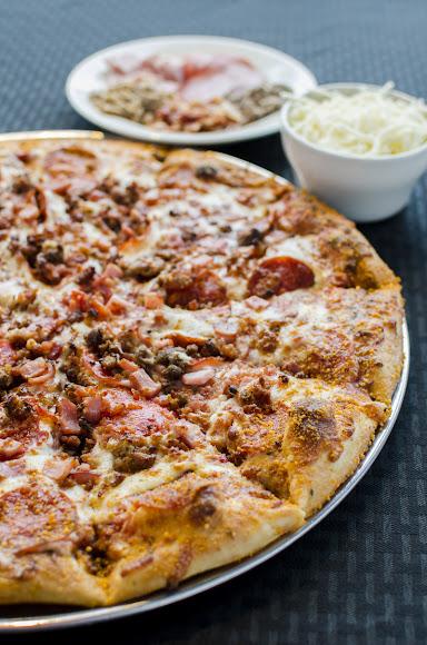 Pizza & Calzones