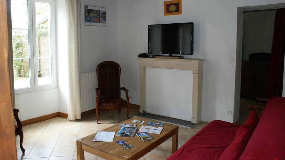 La Fermette gîte 3 étoiles pour 9 à 12 personnes à Surgères près de La Rochelle salon télé