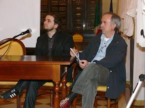 Photo: Da sinistra: Alessandro Cavazza, uno degli autori del documentario, e Paolo Antolini, collaboratore e relatore che ha illustrato alcuni aspetti  della Prima guerra mondiale sul fronte di Gorizia.