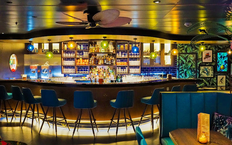 The colorful Bamboo Room is a welcoming Polynesian watering hole on Mariner of the Seas.