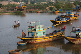 Photo: Year 2 Day 21  -  Activity on the River as We Left Phan Ri Cua
