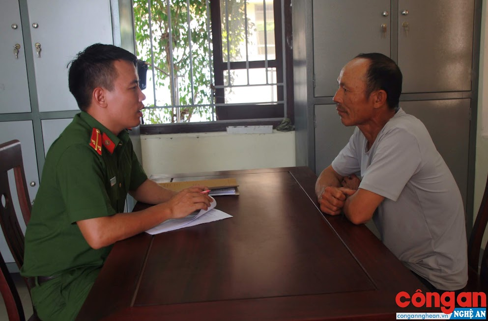 Công an huyện Tân Kỳ lấy lời khai đối tượng phạm pháp