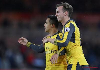 Arsenal heeft handen vol met laagvlieger, maar wipt na fraaie goals van Alexis en Özil over Lukaku en co (mét beelden!)