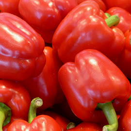 Pimiento rojo by Alfredo Jesus Villarreal Galicia - Food & Drink Fruits & Vegetables ( red, market, bell pepper, vegetable, delicious,  )