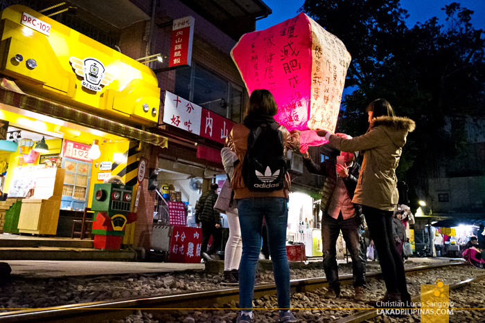 TAIWAN Shifen Waterfalls And Sky Lanterns At The Old Street Lakad Pilipinas