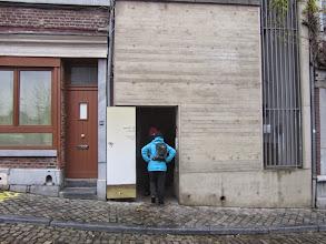 Photo: ingang voor smalle trappensteegjes naar de terrassen van Luik