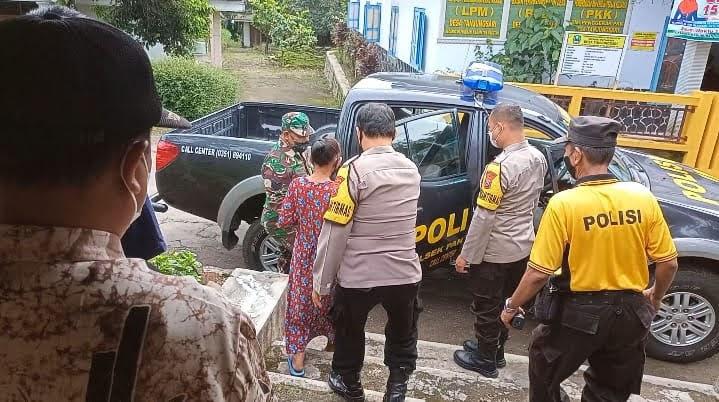Polisi Magetan Antar Jemput Lansia Untuk Vaksinasi