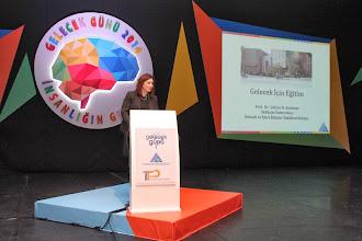 Photo: Yeditepe Üniversitesi İktisadi ve İdari Bilimler Fakültesi Dekanı Prof. Dr. Şükran N. Atadeniz konuşmasını yaparken www.gelecekgunu.org