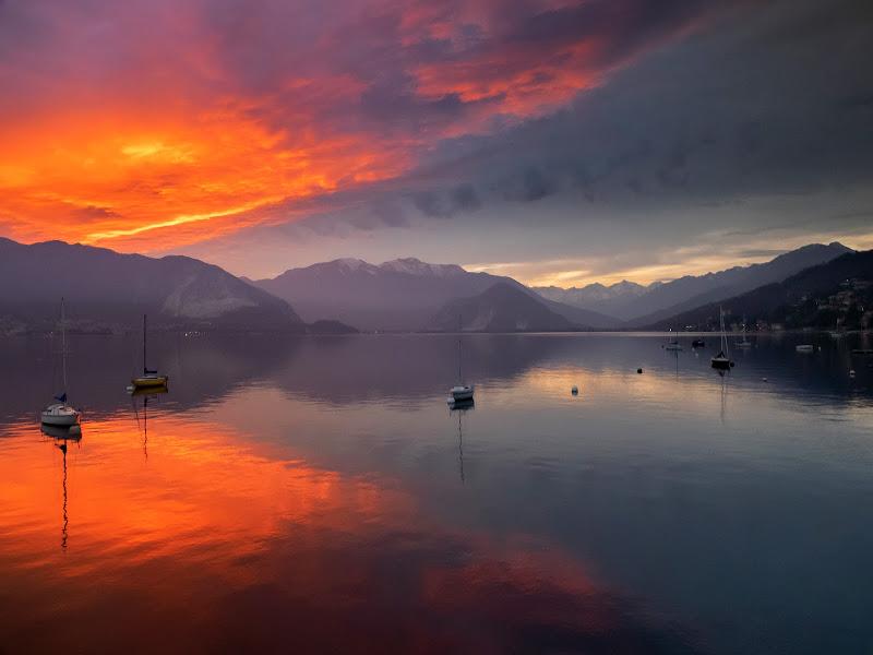 fuoco sul lago di nuvolina62