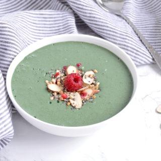 My favorite Spirulina Smoothie Bowl (vegan).