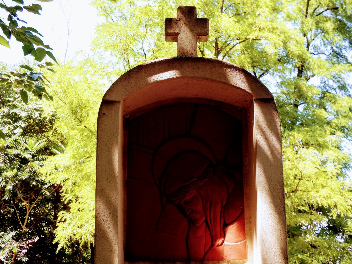 Vértesboglár - stációs kálvária a temető előtti sétány mentén