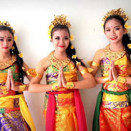 dance with sister by Tiz Brotosudarmo - People Family (  )