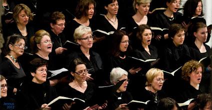 Photo: Mit rund 130 Mitgliedern ist Figuralchor Rostock der zahlenmäßig stärkste Chor der Kantorei. Er widmet sich seit der Gründung durch Hartwig Eschenburg im Jahr 1962 in erster Linie den großen Oratorien und singt regelmäßig im Gottesdienst.