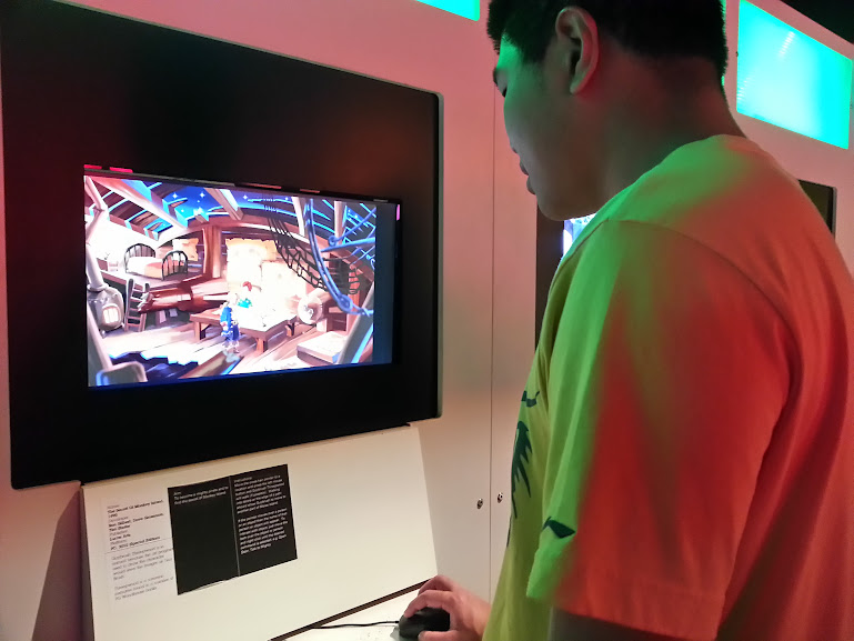 Playing Monkey Island at the Game On 2.0 Exhibit in Ontario Science Centre (2013)