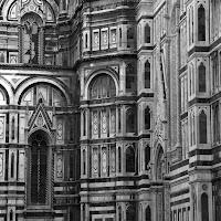 Firenze non cambiare che dopo non ci piaci, rimani piccolina,noi ti si porta i baci.  di